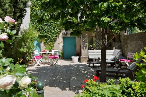 Charming and Peaceful house, 5 min from Avignon...