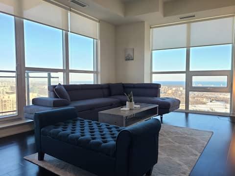 Beautiful Modern 2Bed W/ Lake Views 🌊 Steps 2 SQ1