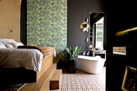 UNIQUE  PALAZZO w/ Garden CENTER - Barcelona - Apartment