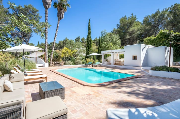 Casa Rosada - stunning villa in the heart of Ibiza