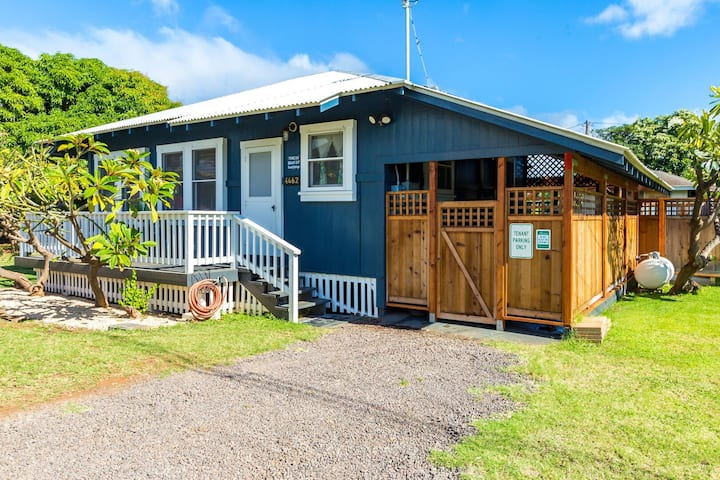Charming Waimea Beach Cottage with A/C across the Ocean