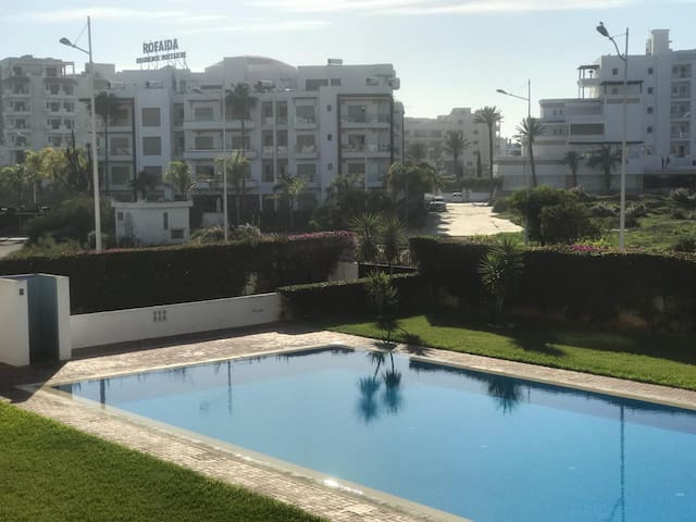 Luxury flat with pool close to the beach + WIFI