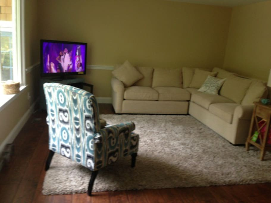 Living Room with HDTV, Cable & DVD
