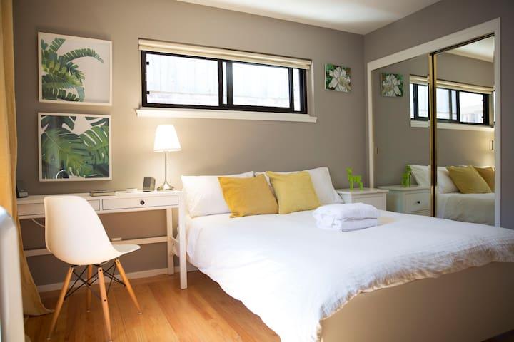 Modern Sunny Room Great N'hood near Downtown & SFO