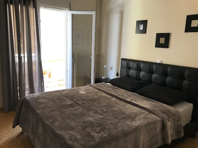 Cosy apartment at square of philosopher Platon