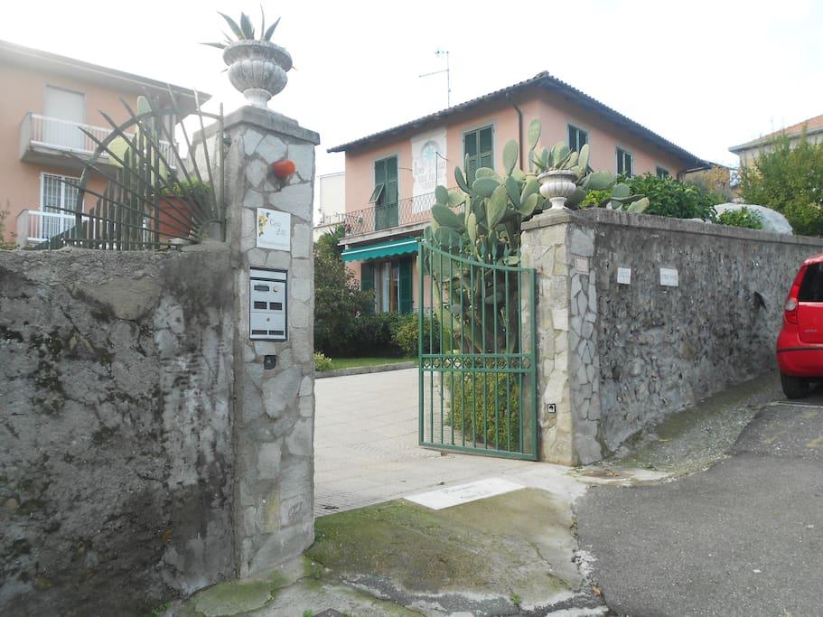 entrata  parcheggio interno