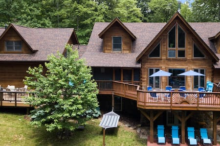 Your Resort 6700s/f Log Mansion15acres Hot tub 8Br