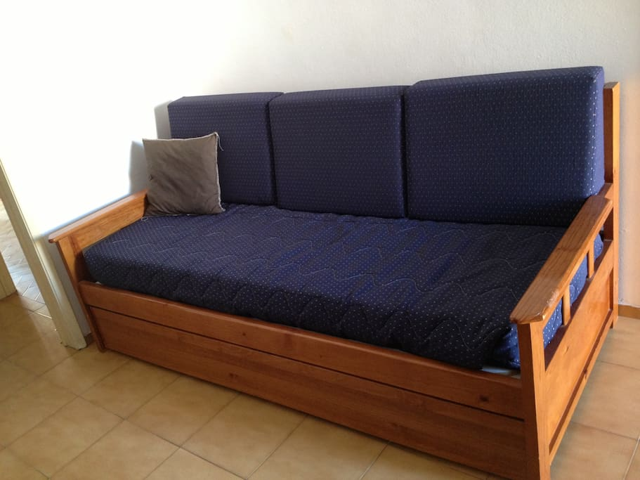 Couch/ Makes 2 single beds
