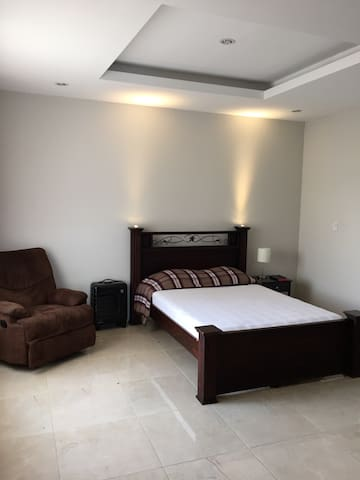 Private room-high speed internet-2 mi from airport - San José - Apartment