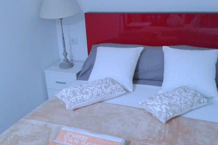The room with balcony and have view in the sea - Badalona