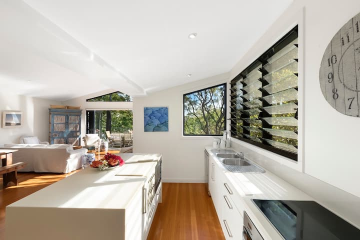 Whale Beach Pittwater Views- By Escape Vacations