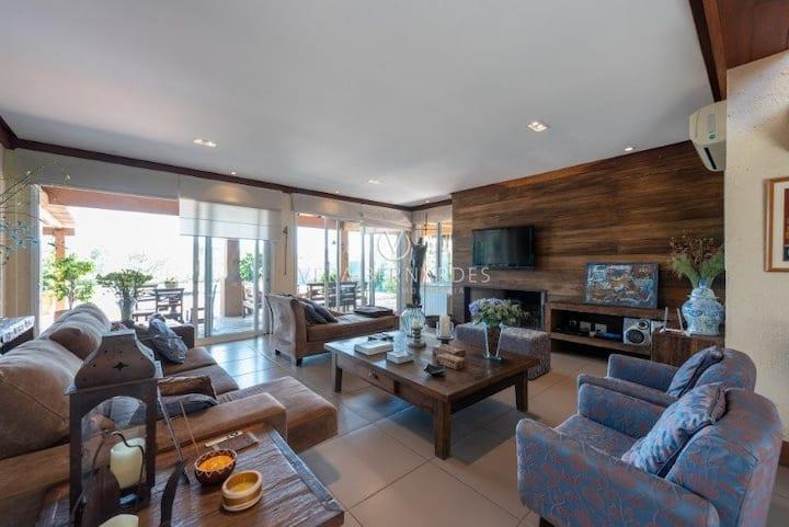 Linda Casa em condomínio com Campo de Golfe