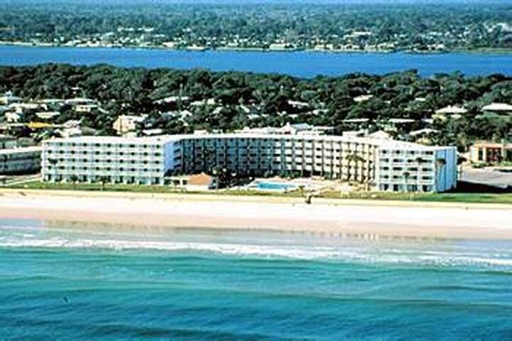 """Hawaiian Inn"" vacation getaway - Daytona Beach Shores - Byt"