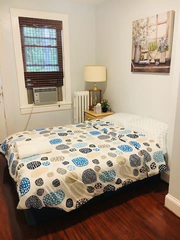(Three) beautiful bedroom next Johns Hopkins unive