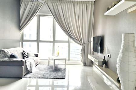 Cosy 1B Room Apt @Regalia Residence - Kuala Lumpur
