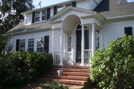 Vineyard Haven Historical Home - Vineyard Haven - House