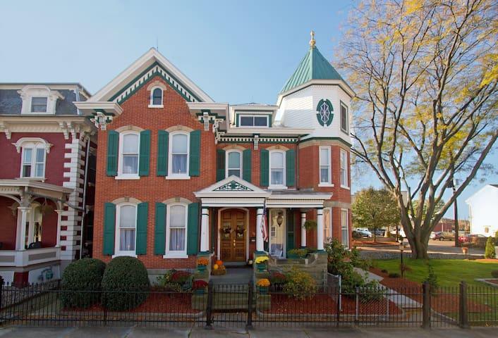 Abigail House Bed and Breakfast LLC - Danville - Bed & Breakfast