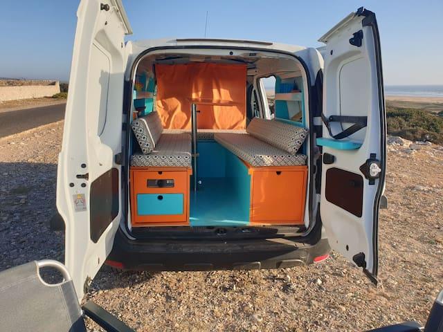 Mini camper van a louer au Maroc.