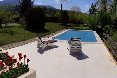 Villa avec piscine charme Provencal - Valernes