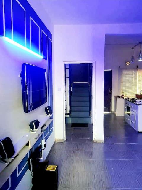 (VERDE) Camera da letto di lusso in stile scandinavo duplex