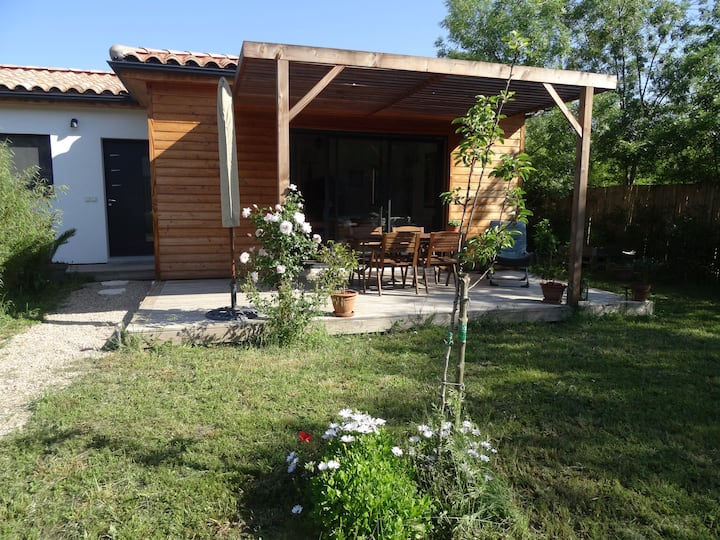 Beau 2 pièces avec jardin dans villa à Mougins.