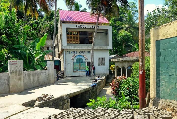 Visit Milot before the Citadelle, Cap-Haïtien