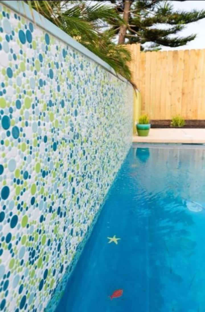 March Special-Therapeutic Hot Tub & Steps to Beach