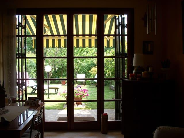 Appartamento in cascina con parco - Casnate con Bernate - Departamento