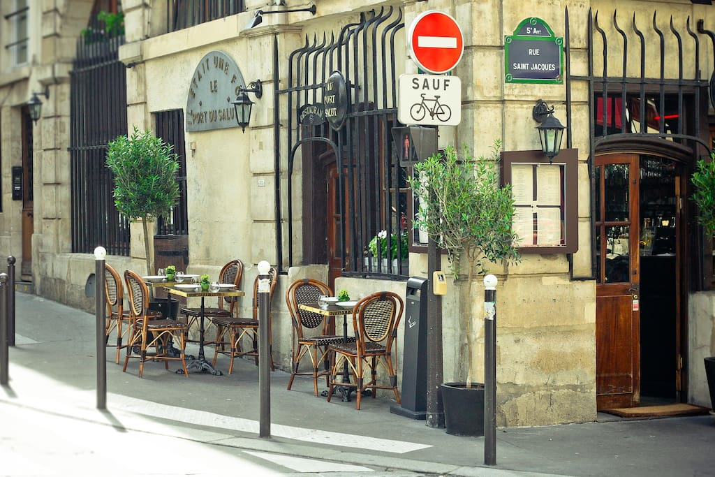 In the street there is a restaurant that used to be a famous cabaret Au Port du salut