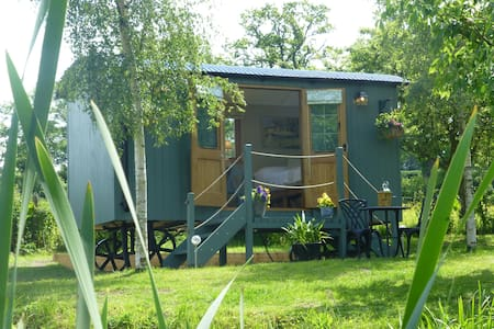 Lake Farm Shepherds Hut - Welshpool