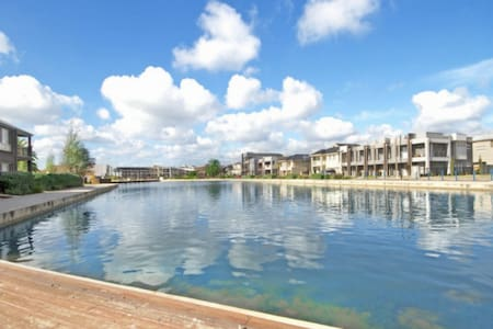 Mawson Lakes Retreat 01