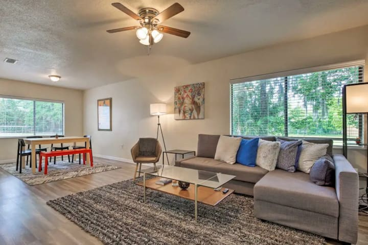 Clean 3BR Home ☼ WiFi ☼ Parking ☼ Depot Park
