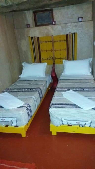 cinema riad chambre twin bien venus au vrais maroc chambres d 39 h tes louer ouarzazate maroc. Black Bedroom Furniture Sets. Home Design Ideas