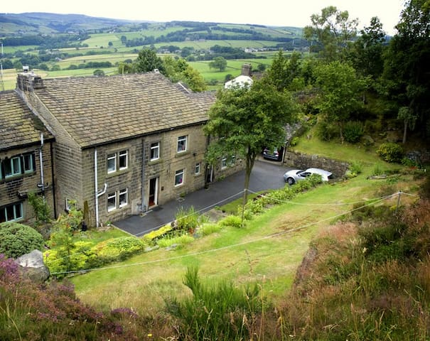 Warm comfortable barn cottage Ripponden Yorkshire - Barkisland - Rumah