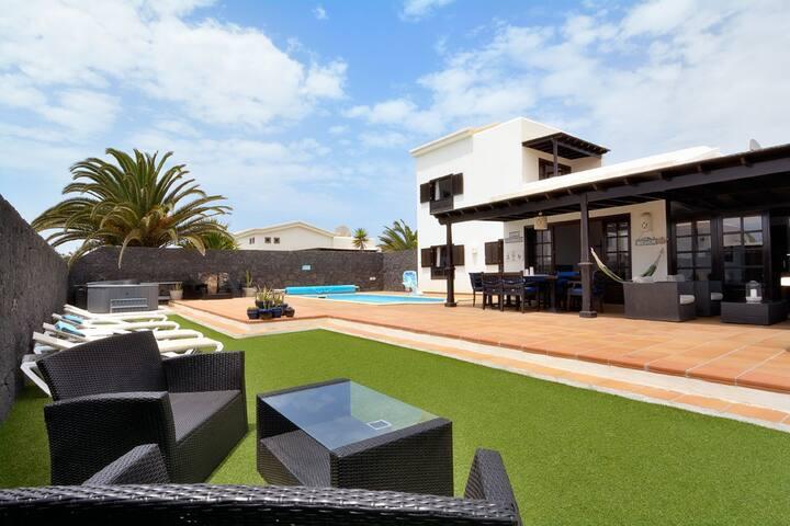 Stunning villa in Playa Blanca.