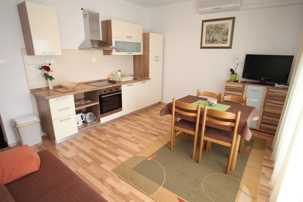 Comfortable One Bedroom Apartment Near Center Flats For