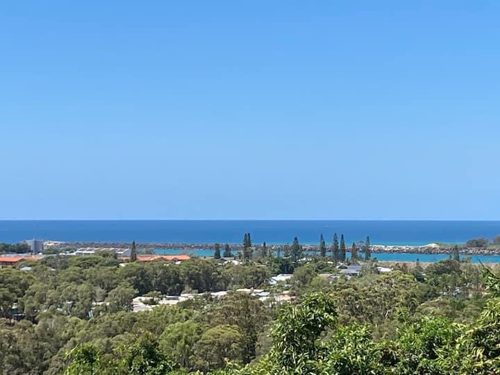 Hilltop Sea Views, Breezes and Beach, 6ppl