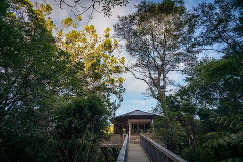 AWAY Treehouse, outdoor tub & massage treatments