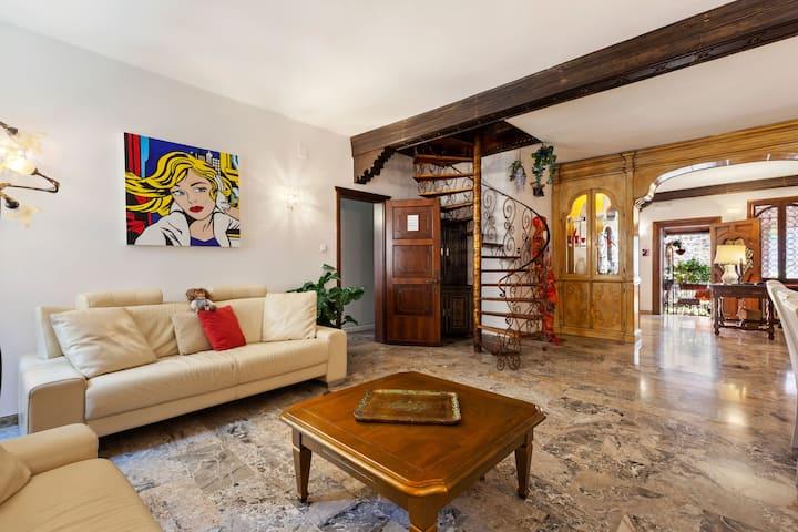 Inviting Villa in Lido di Venezia with Whirlpool