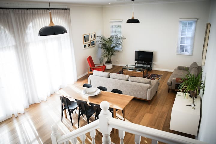 Tranquil family retreat 15mins to city
