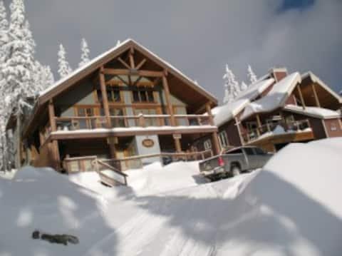 Θέες + HotTub in Quiet Snow Pines   Big White