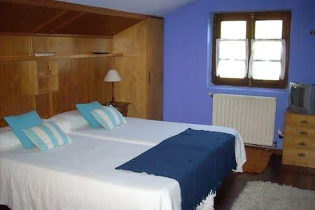 Beautiful room in a cozy B&B - Santillana del Mar - Pousada