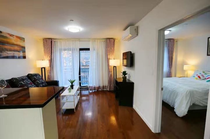 Spacious paradise all by urself DT Flushing Mainst