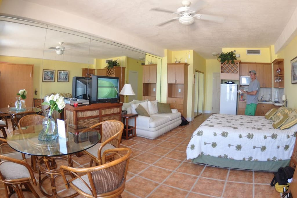 Fully equipped studio with a Dinette set, plasma TV, WIFI,  kitchen and a bathroom