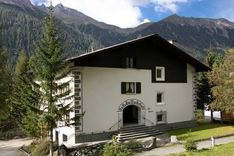 2-Zimmer-Ferienwohnung am Sonnenhang von Bergün