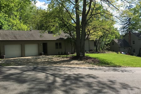 Spacious ranch near Kenyon & MVNU - House