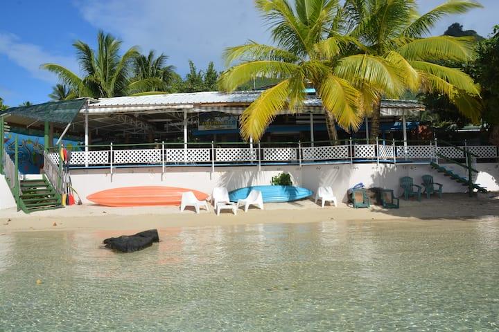 Lit en Dortoir mixte salle PingPong accès plage-B