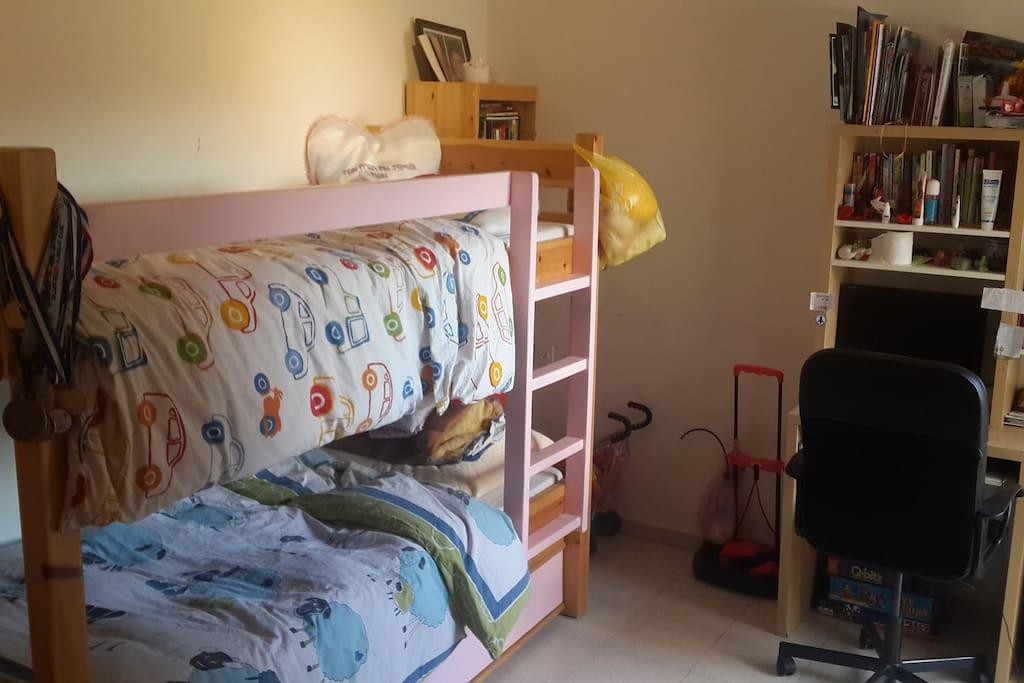 3 beds in children bedroom