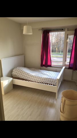 Nice room in a very good area of ROTTERDAM