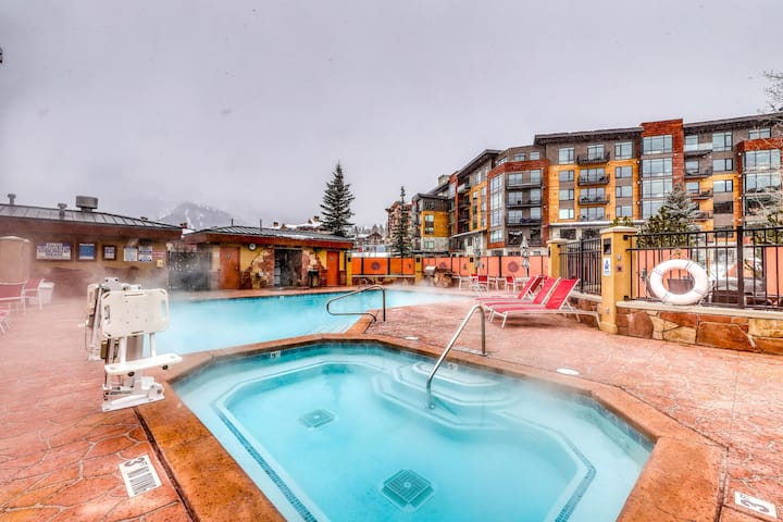 Lovely room w/ a balcony in Canyons Village plus shared pool & hot tubs